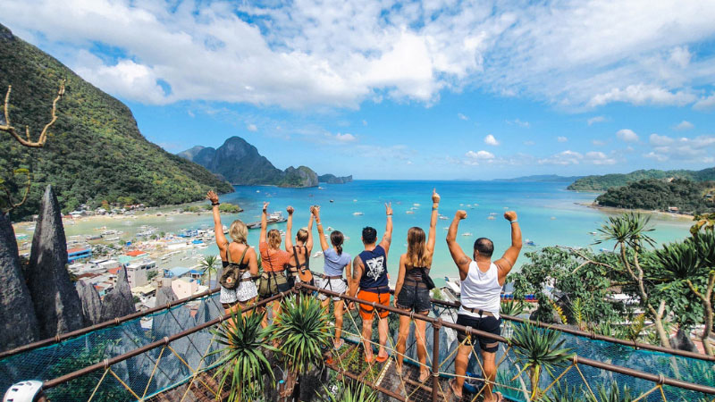 People at viewpoint at the top of the canopy walk in el nido